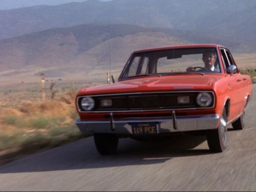 Duel Plymouth Valiant